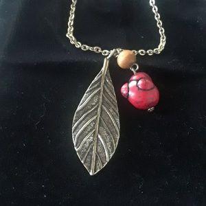 Goldtone leaf, howlite  necklace. J12-0000